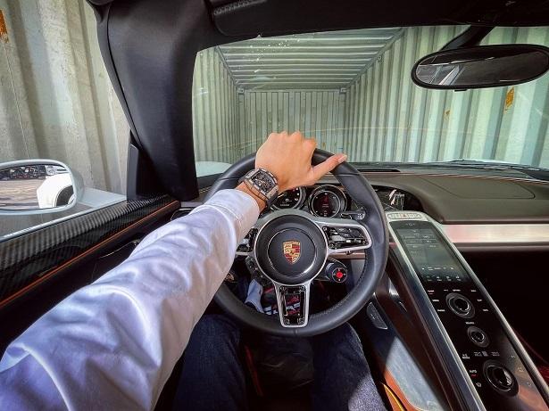 Porsche 918 Spyder siêu đắt lần đầu tiên cập bến Việt Nam