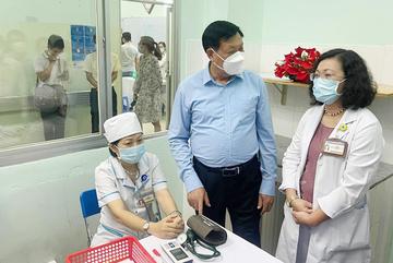 TP.HCM đề xuất 7.000 - 8.000 liều vắc xin Covid-19 cho nhân viên sân bay, khách sạn
