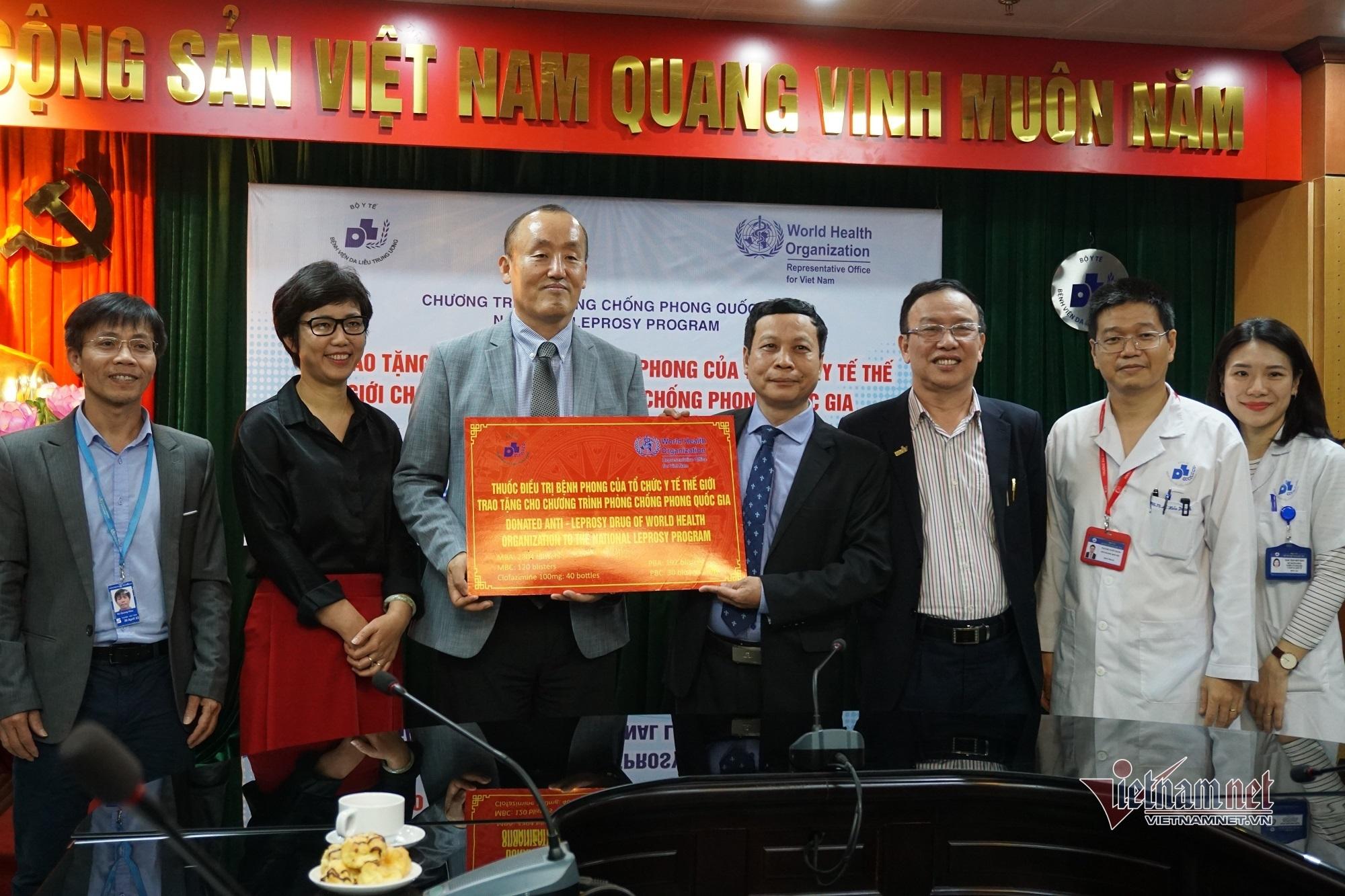 WHO trao tặng thuốc điều trị cho bệnh nhân phong Việt Nam