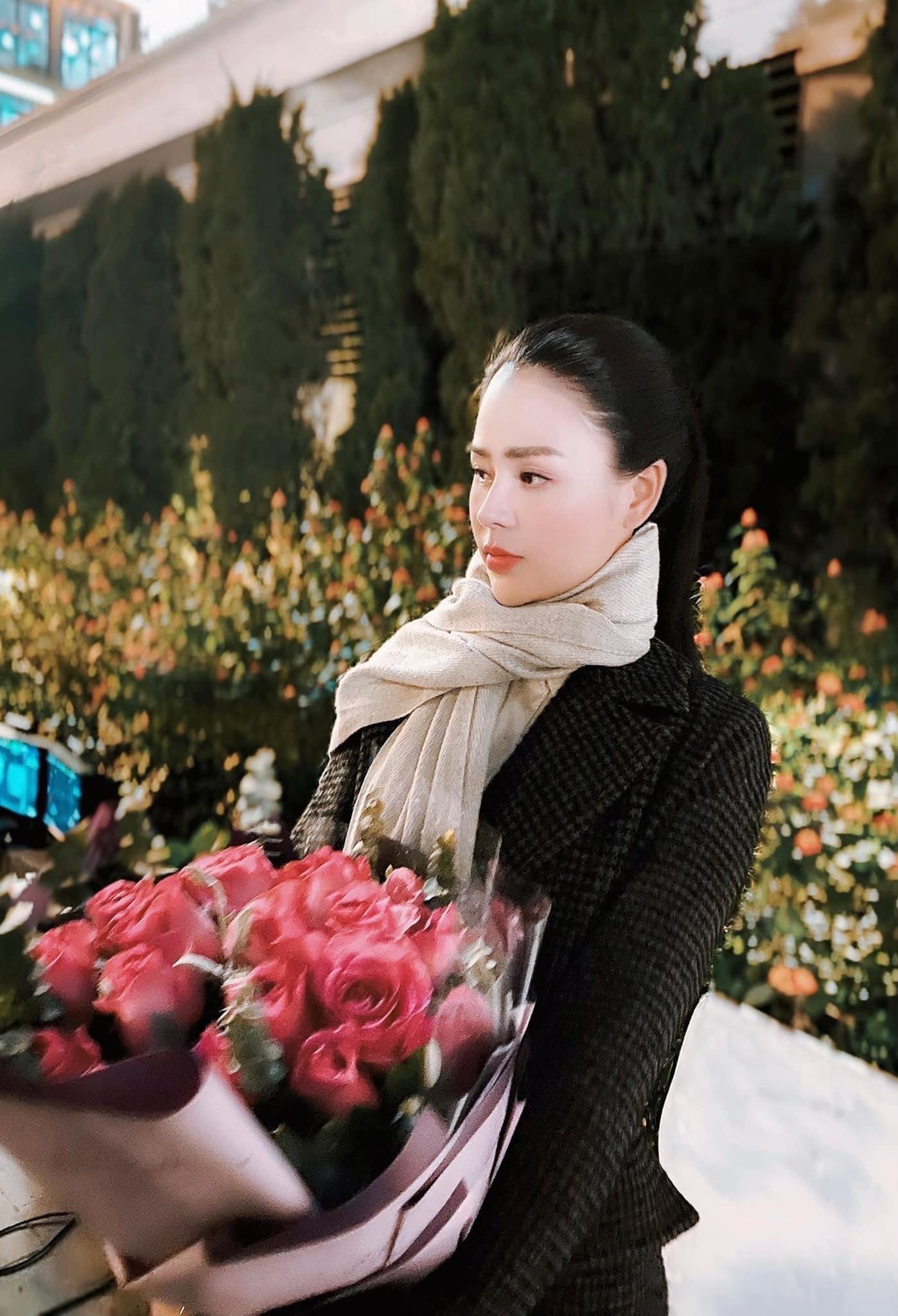 Đình Tú, Thu Trang rét run, gồng mình vì 'Hướng dương ngược nắng'