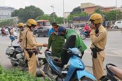 Cảnh sát hoá trang kiểm soát, lái xe Grab chạy toán loạn