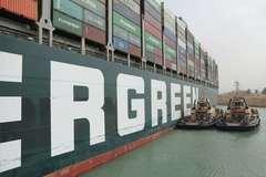 Mỹ đề xuất giúp khai thông kênh đào Suez