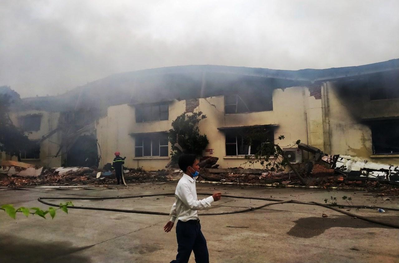 Cháy lớn thiêu rụi nhà xưởng tại công ty may ở Thanh Hóa