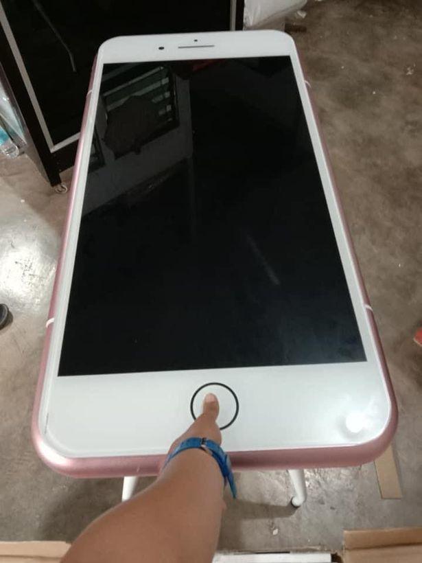 Tưởng mua được iPhone giá hời, anh chàng ngã ngửa khi nhận hàng