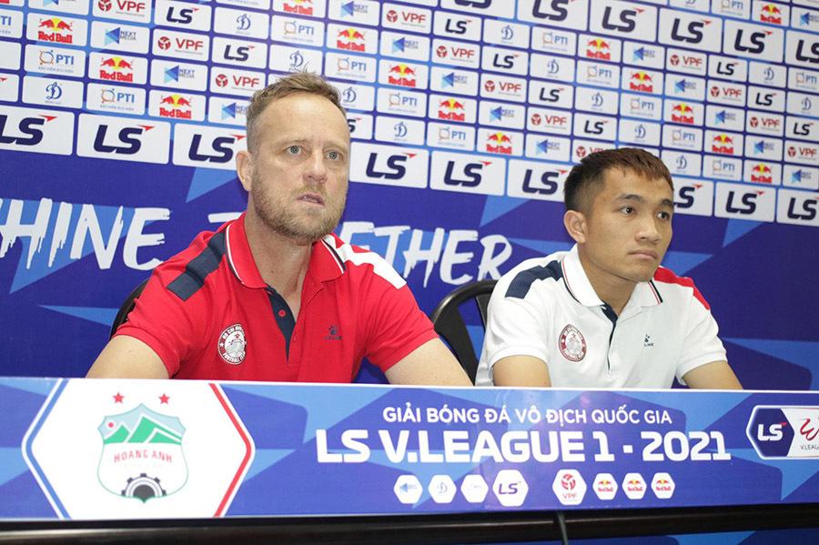 """HLV Kiatisuk: """"HAGL lên đỉnh V-League, bầu Đức chỉ… cười"""""""