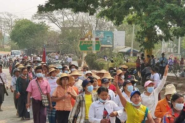 Myanmar trải qua ngày đẫm máu, cơ sở của sứ quán Mỹ bị nã đạn