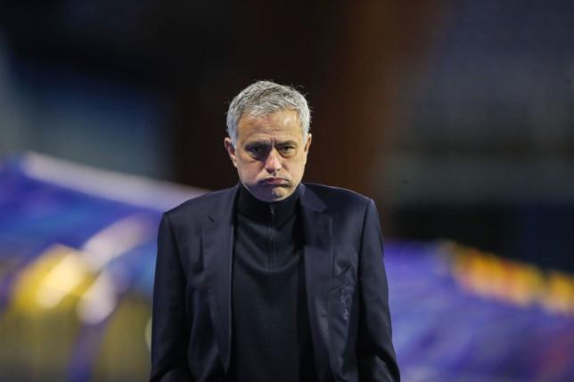 Mourinho cay cú, tìm kẻ 'giật dây' trong phòng thay đồ Tottenham