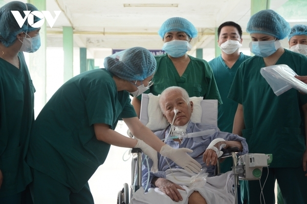 Critically ill coronavirus patient recovers from disease