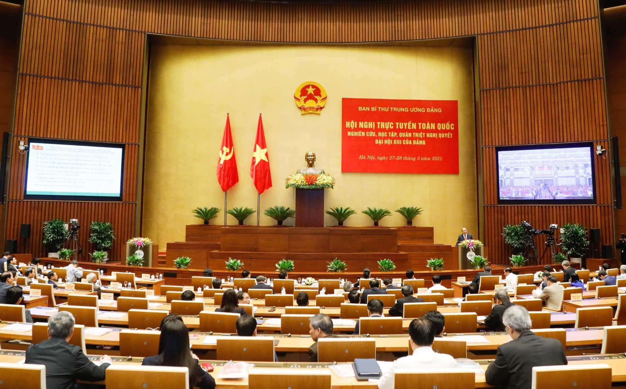 Thủ tướng: Phải đổi mới tư duy phát triển, quyết liệt chuyển đổi số