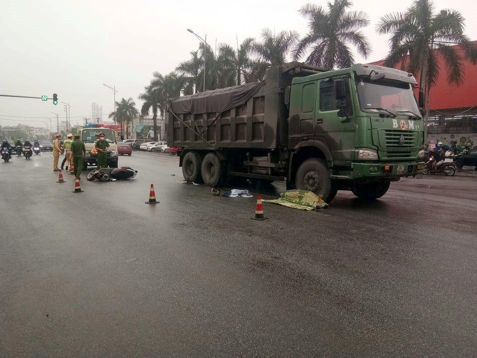 Xe tải va chạm xe máy, người phụ nữ ở Hải Dương tử vong thương tâm