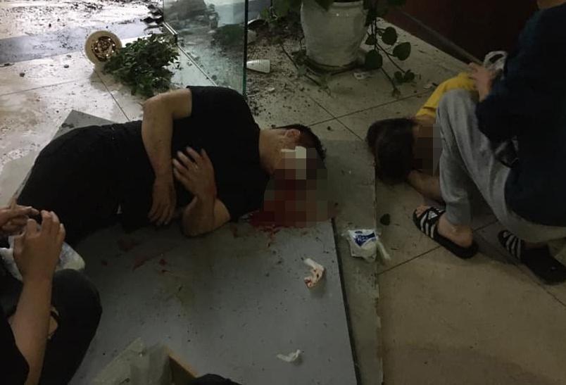 Hà Nội: Thủng trần tòa nhà chung cư, đôi nam nữ rơi xuống đất nguy kịch