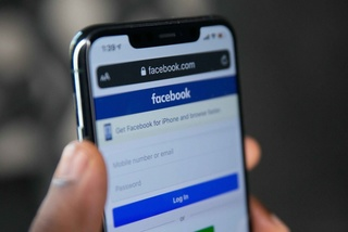 Bản chất của cuộc chiến Apple - Facebook