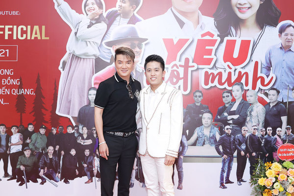 Đàm Vĩnh Hưng ủng hộ học trò Mai Trần Lâm