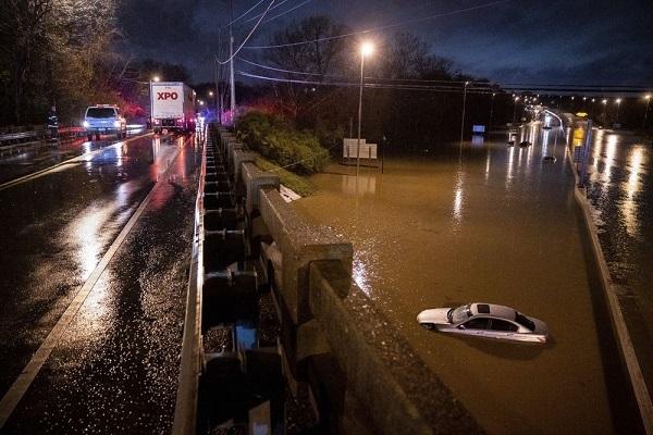 Thành phố Mỹ công bố tình trạng khẩn cấp do ngập lụt