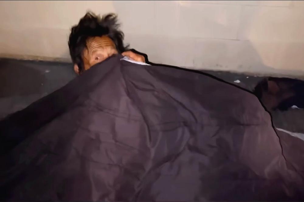 Thúy Nga khóc nghẹn khi thấy ca sĩ Kim Ngân ngủ bụi ở khu giặt ủi