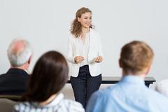Phụ nữ - người truyền cảm hứng và gắn kết nơi công sở
