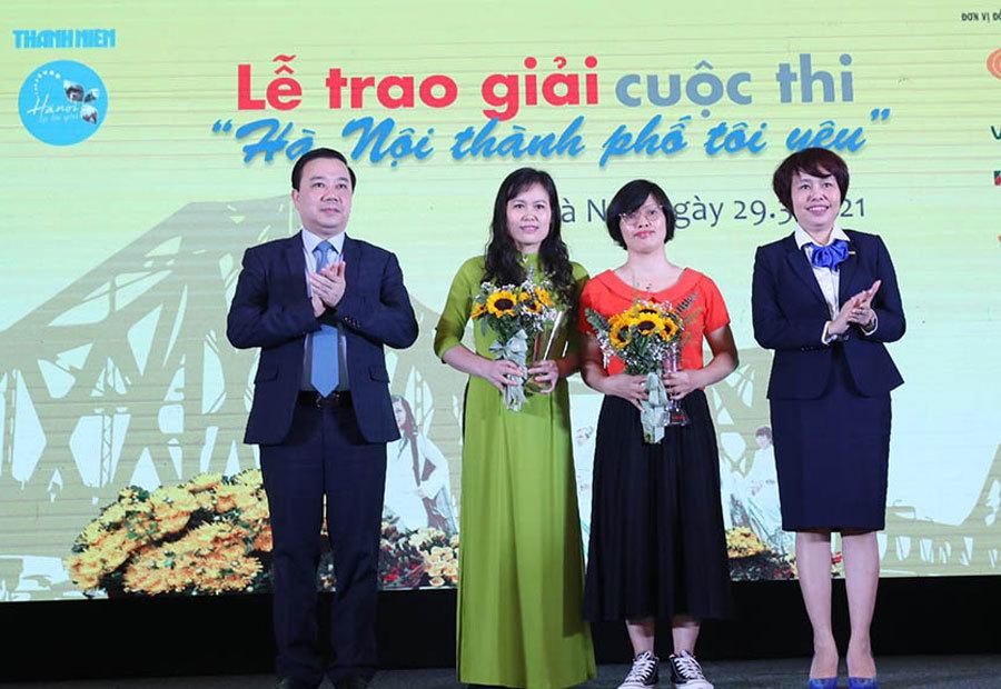 Trao 12 giải cho tác giả đoạt giải cuộc thi viết 'Hà Nội thành phố tôi yêu'