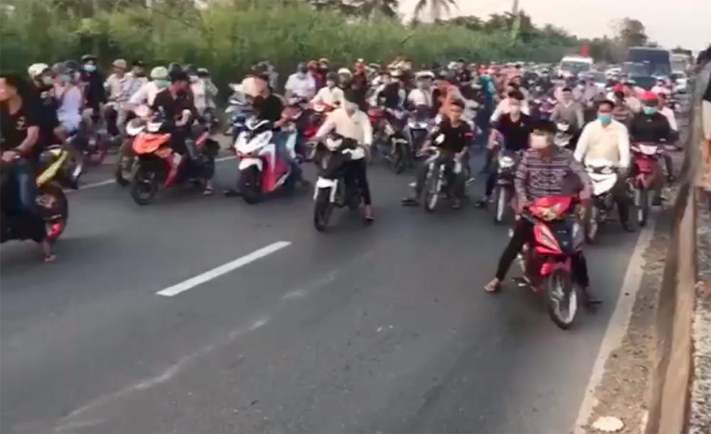 100 thanh niên chặn QL1, dàn trận đua xe trái phép còn quay video đăng lên mạng