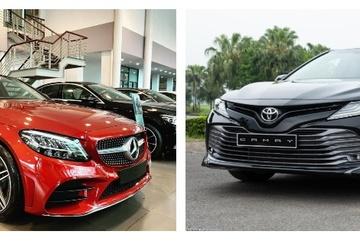 Chọn xe sang Mercedes-Benz C180 AMG hay tiện nghi Toyota Camry 2.5Q?