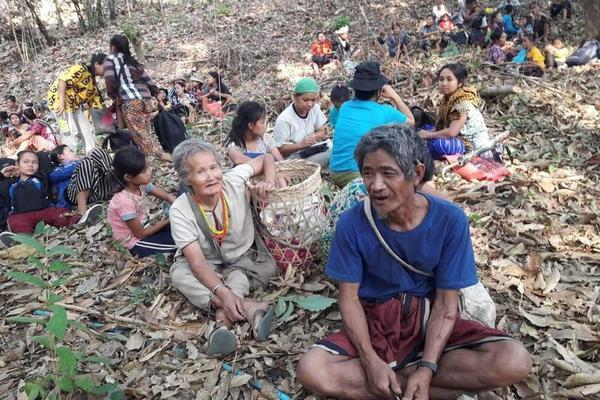 Bất chấp đổ máu, hàng nghìn người Myanmar vẫn xuống đường biểu tình