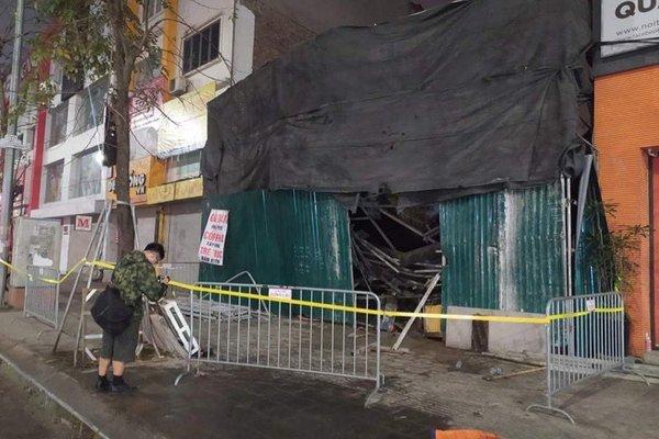 Sập giàn giáo khiến một người mắc kẹt trong đống đổ nát ở Hà Nội