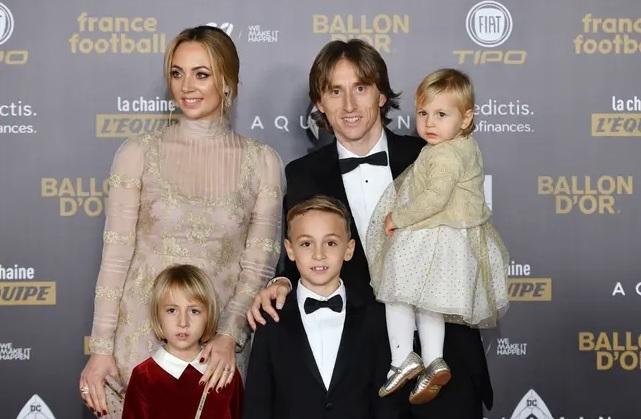 Luka Modric vỡ òa với cuộc 'họp báo' có một không hai