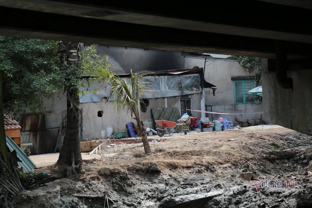 Công an phong tỏa nghiêm ngặt hiện trường vụ cháy 6 người chết ở TP Thủ Đức
