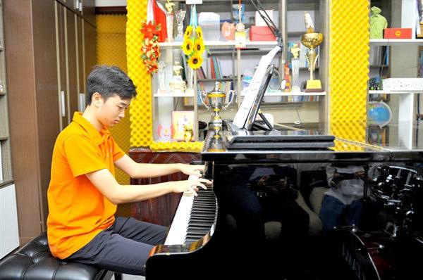 Highschool student excels in music and classes