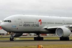 Máy bay dừng chờ trên đường lăn Tân Sơn Nhất vì sự cố hy hữu