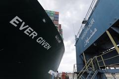 Cứu tinh của tàu Ever Given vét gần 2.000 m3 cát mỗi giờ