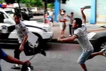 Thanh niên chém 3 người thân bị thương nặng ở Yên Bái