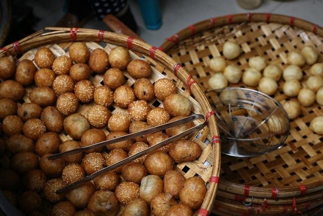 Quán bánh rán 3 thập kỷ ở Hà Nội, thu về 20 triệu mỗi ngày