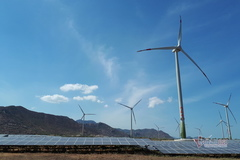 Vietnam to develop wind, solar power, but safety concerns exist