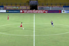 Cầu thủ U19 PVF tái hiện siêu phẩm từ giữa sân của Beckham