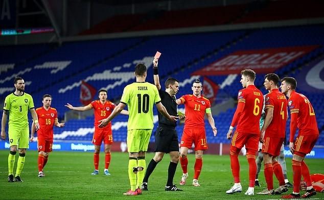 Sao MU hóa người hùng, xứ Wales thắng nghẹt thở CH Séc