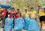 Bạn trẻ Tây Ninh luồn rừng, treo mình trên vách núi... để nhặt rác