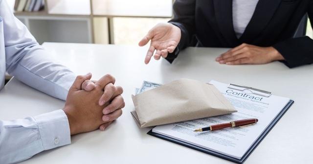 Bị lộ lương hơn nghìn 'đô', nhân viên tài chính chán nản nghỉ việc