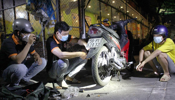 Volunteers help drivers in trouble in HCM City