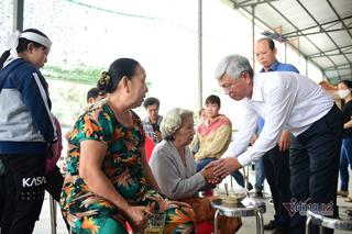 Lãnh đạo TP.HCM viếng thăm gia đình nạn nhân có 6 người tử vong trong vụ cháy