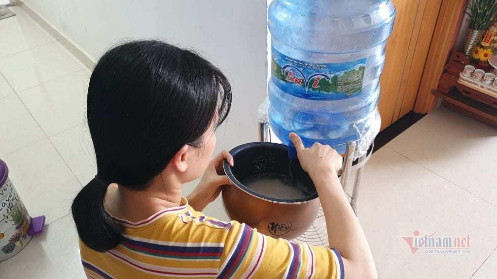 Mất nước 4 ngày liền, nghìn hộ dân ở Sài Gòn 'đảo lộn' giữa mùa nóng