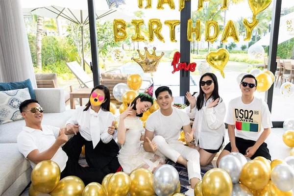 Lâm Bảo Châu đưa Lệ Quyên đón sinh nhật tuổi 40 ở Hội An