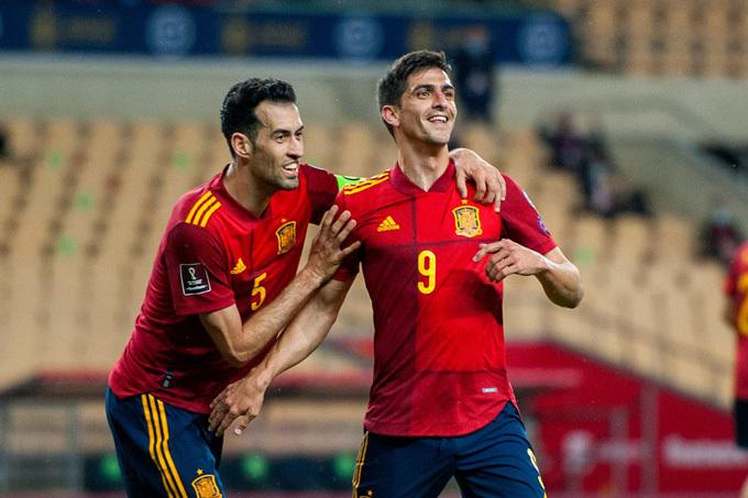 Thắng trận '3 sao', Tây Ban Nha chiếm ngôi đầu bảng