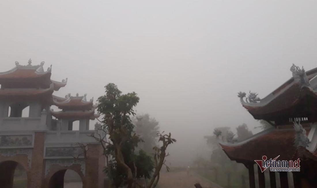 Sương mù dày đặc bất thường, phủ kín khắp nơi ở Nghệ An