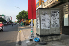 Treo quảng cáo ở cột điện có thể bị phạt đến 2 triệu đồng