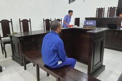 Dùng dao nhọn uy hiếp cướp tài sản, tên cướp nức nở hầu tòa