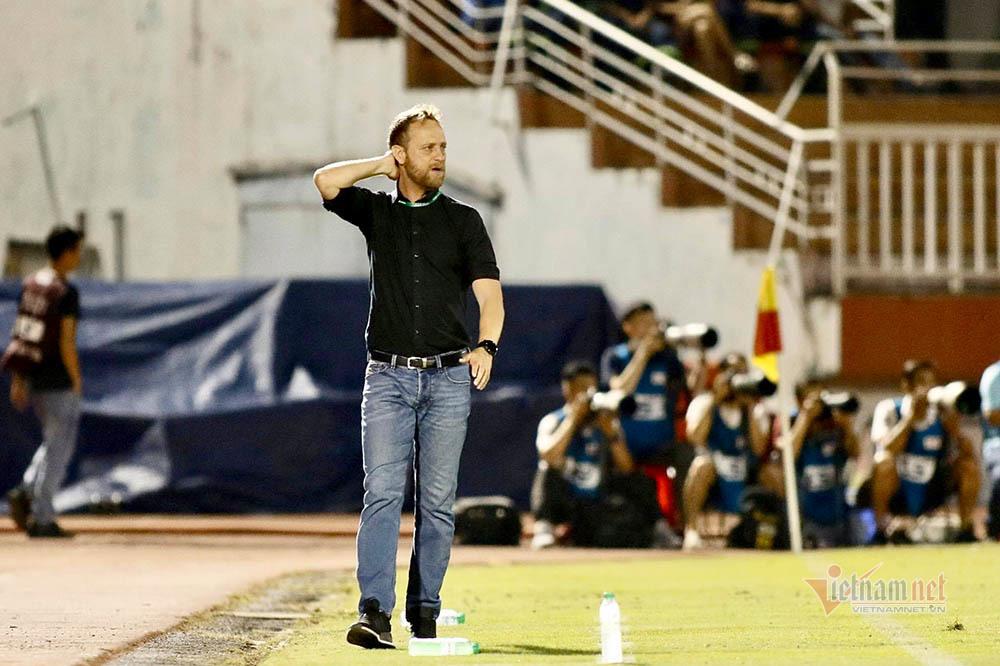 Kiatisuk phá 'lời nguyền' V-League: Vận may nằm ở bầu Đức