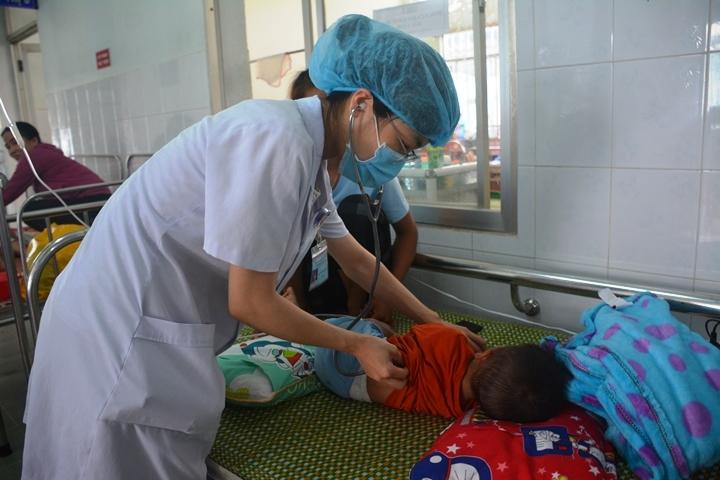 Bệnh tay chân miệng bùng phát mạnh ở Quảng Nam, Quảng Ngãi