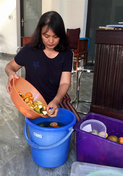 Hoi An residents turn organic waste into compost and detergent