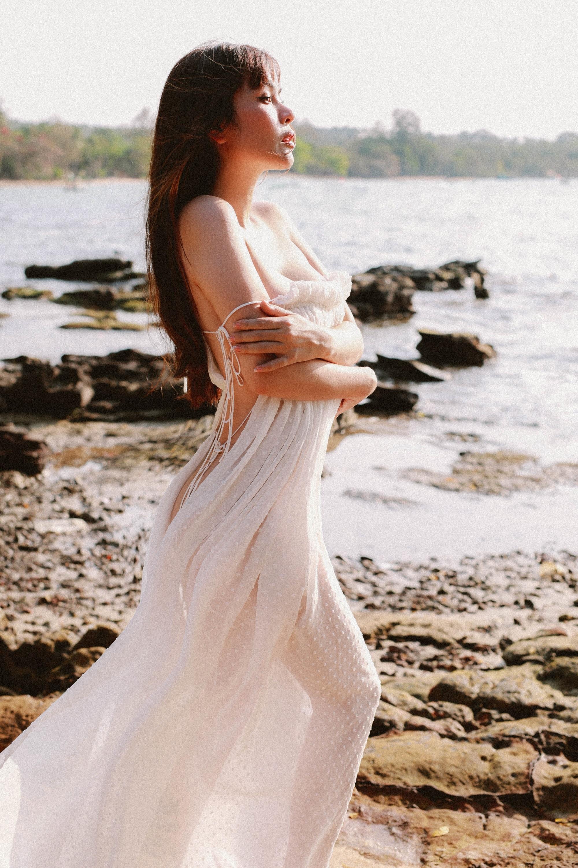 Hoa hậu Phương Lê khoe vóc dáng nóng bỏng
