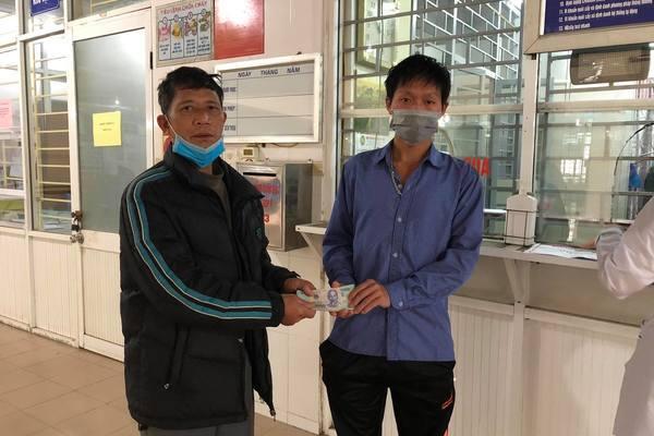 Trao hơn 162 triệu đồng đến em Sìn Văn Quang bị bỏng lửa